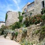 Antibes, blühende Mauer